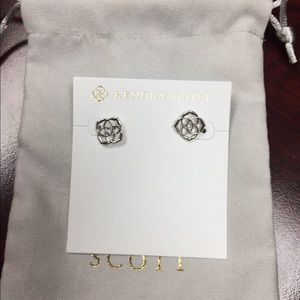 NWT Kendra Scott Dira stud earrings
